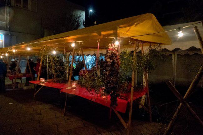 Stand de gui de nuit sur le marcéh de Noël de Denkendorf